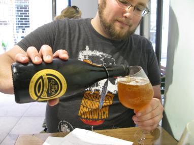 Piwo z zasypem 100% komosy ryżowej w kawiarni Pappare